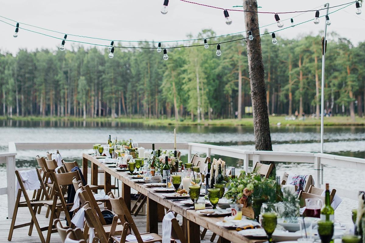 Nowy trend, czyli wesele w plenerze. Jak je zorganizować?